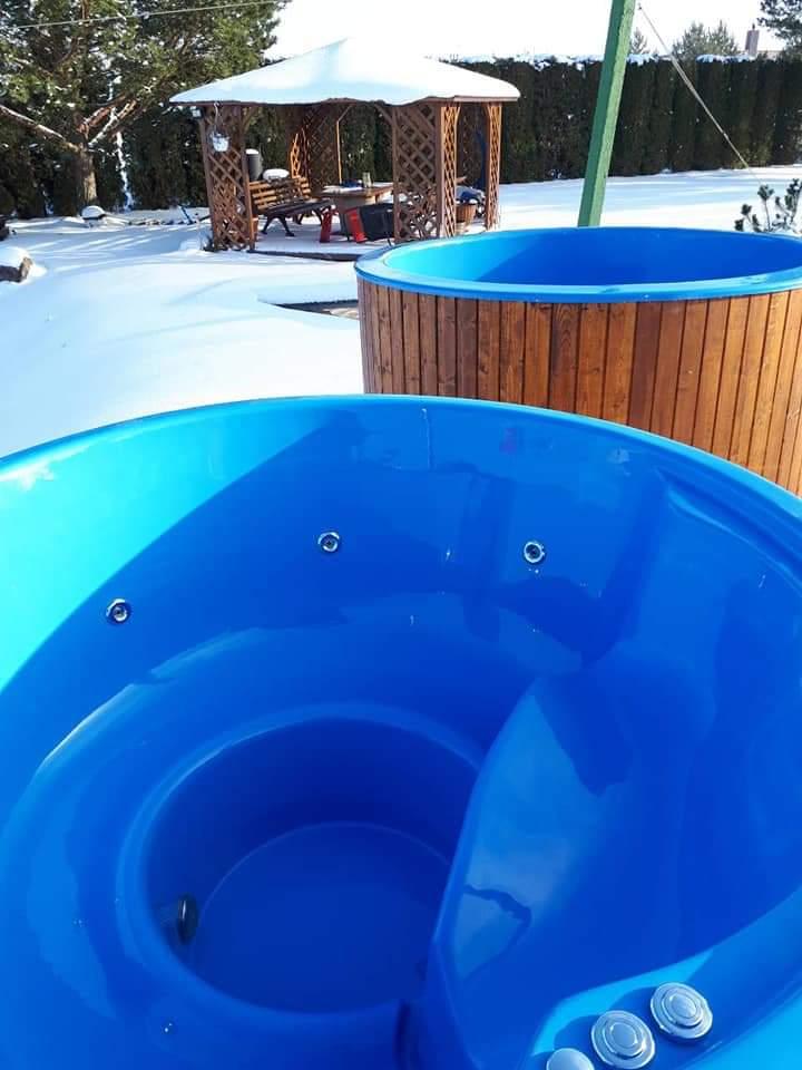 Hot Tub blau